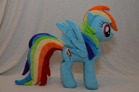 Rainbow Dash Plushie by makeshiftwings30