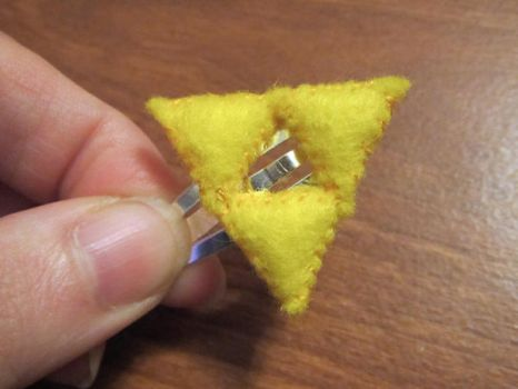 Stitched Triforce hair clip v2 by Sarinilli
