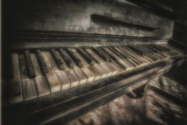 Piano by IndependentlyConceal