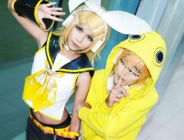 Kagamine Twins Cosplay by ArdiBitch