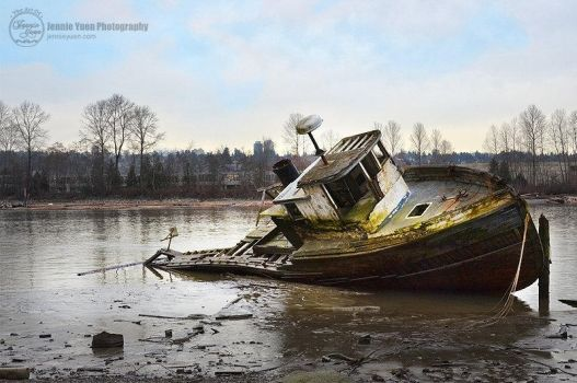 Old Wrecked Boat by sweetcivic
