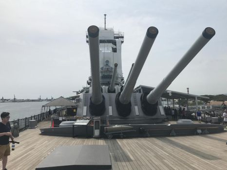 The USS Missouri's Guns by DarthShinji