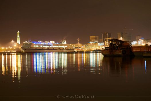 Genova, Artificial lights by OnPix-artist