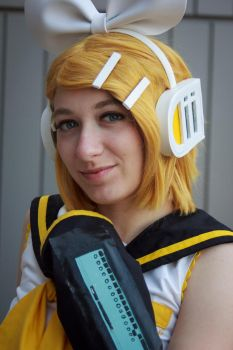 Kagamine Rin by FlyingFreeCosplay