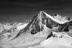 The face of the mountain by Zelma1