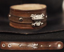 One piece leather wristband by Spiked-Fox