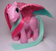 Florid Feathers little pony by Woosie