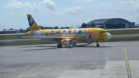 AirAsia Aircraft with Expedia Livery by IngeniusBrilliance