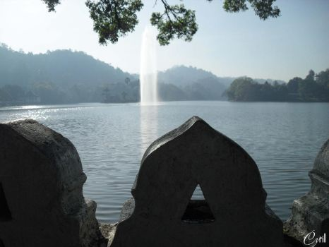 Water Sprout of the Kandy Lake by tckrockz