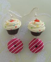 Dangling cakes... by PORGEcreations