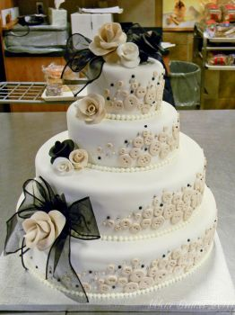 Buttons wedding cake by buttercreamfantasies