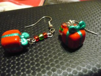 Clay Christmas Present Earrings by chibimemories