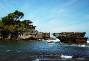 Tanah Lot by MerlynSaphire