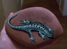 Lizard - painted rock by TinyAna