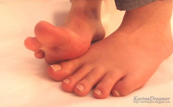 My Toes close-up by KarinaDreamer