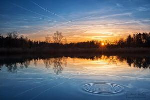 The contrails in the lake by LinsenSchuss