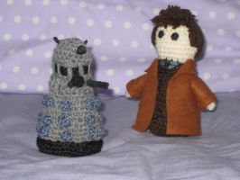 Crochet Doctor Who and Dalek by opiel16