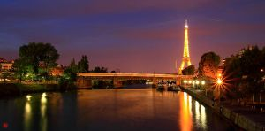 Paris at Night by maxre