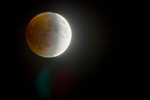Waxing Blood Moon by cd2