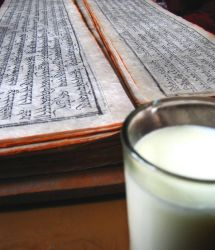 Libro y leche by cvied