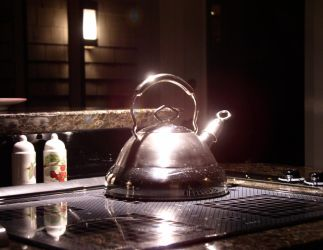 Teapot in Silver by Islemaster