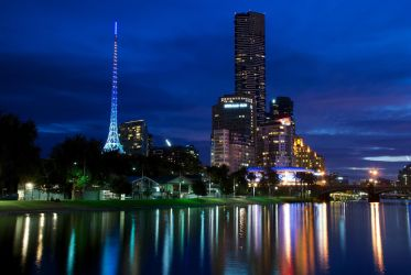 Melbourne's Yarra River at Twilight by Grehund