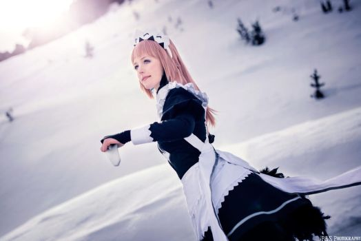 Maid of Ice Tribe - Felicia Fire Emblem cosplay by Tinu-viel