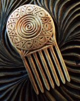 WOODCARVED COMB by MassoGeppetto
