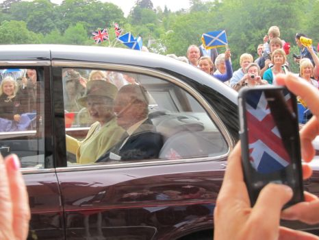 Guess who saw the Queen today? by FroggyTheSuperhero