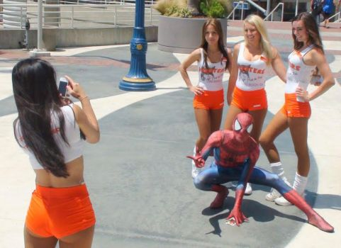 Spider-Man joined in with four Hooters waitresses by trivto