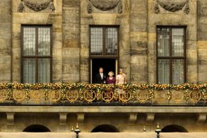Royal family greet people after Abdication by steppeland