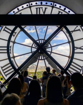 Looking out the clock by sequential