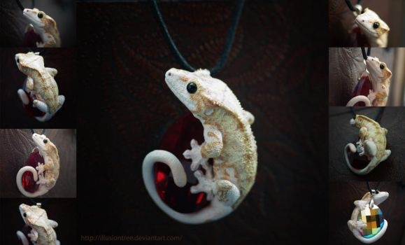 Piebald Crested Gecko Necklace by IllusionTree