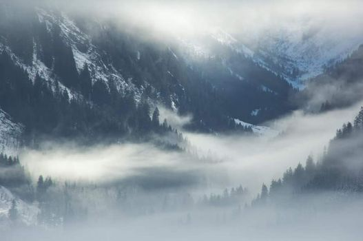 Misty Mountains by PAtScHWOrK