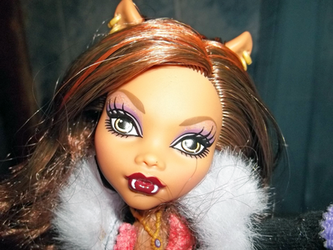 Clawdeen-Close up by Hollena