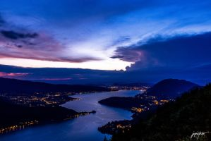 Annecy by night by JCPicture