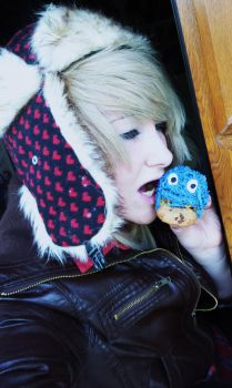 Cookie Monster cupcake! by RizaHawkeyefma