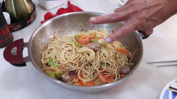Mom style pasta and my dad hand pose! XD by Deviljackies