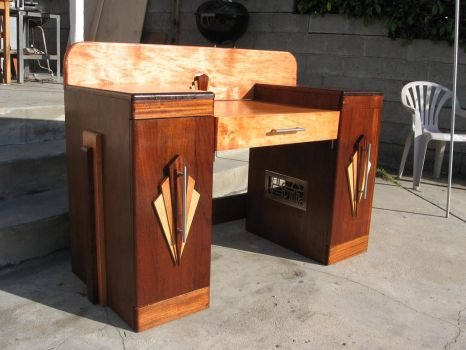 art deco desk by Transportphotos
