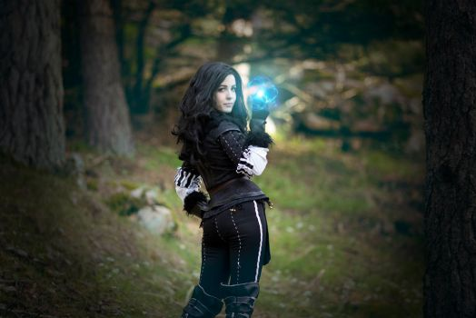 Lilac and gooseberries - Yennefer cosplay by Voldiesama