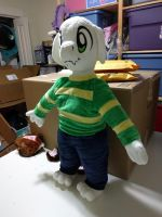 Asriel plush by Bladespark