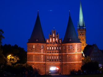 The Holstentor at Night by frando