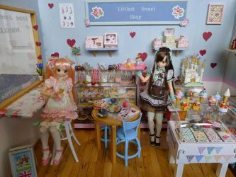 Littlest sweet shop diorama with Maya and Naru by LittlestSweetShop