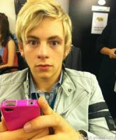 a shocked Ross Lynch :P by ronirene
