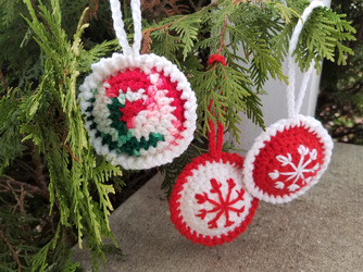 Crochet Christmas Baubles by Mickeycricky