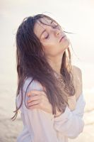 portrait in the evening sun by elle-cannelle