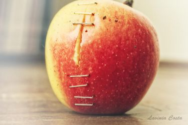 Apple by laviniacosta