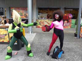Supanova 2017: Garnet and Peridot 2 by FFiamgoku