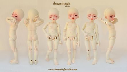 HIRO 25 cm BJD with jointed hands by DreamHighStudio
