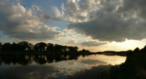 Cloudy afternoon by the Odra river by wesoly-romek